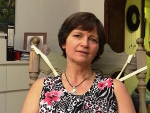 Autorin Kerstin Velazquez Revè im Schaukelstuhl