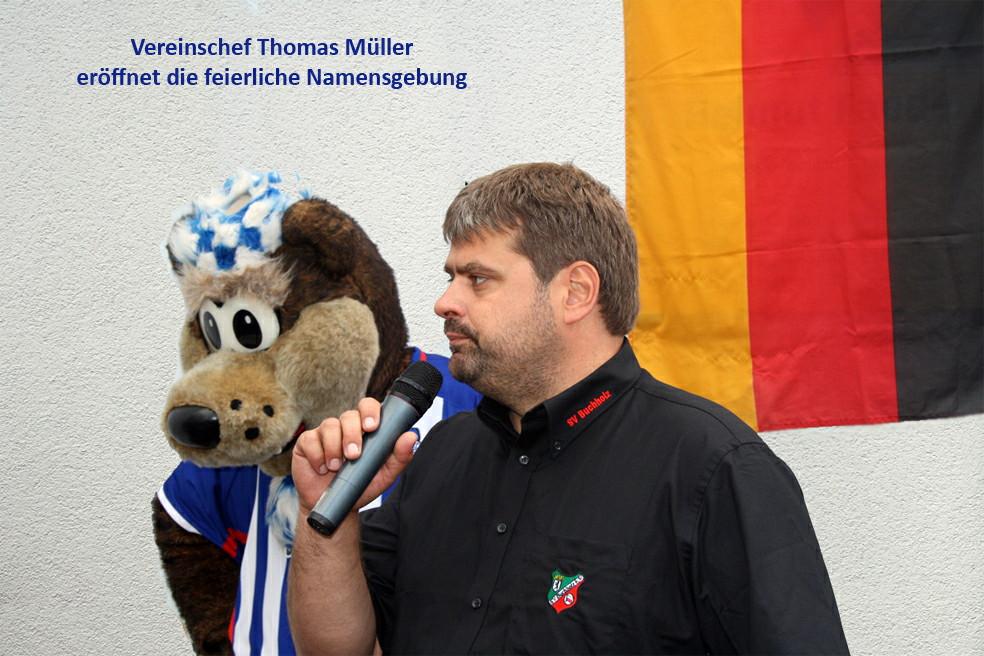 Vereinschef Thomas Müller eröffnet die feierliche Namensgebung