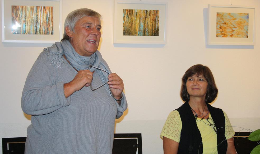 EWA e.V. - Walburga Bönisch freut sich, Autorin und Verleger begrüßen zu können.