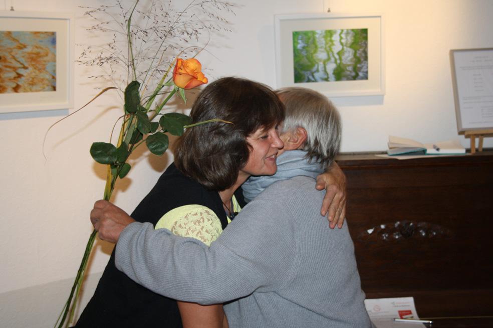 Walburga Bönisch EWA e.V. Dankt Kerstin Velazques Revé für die Lesung.