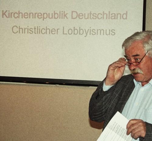 Frieder Bubl stellt Dr. Carsten Frerk vor