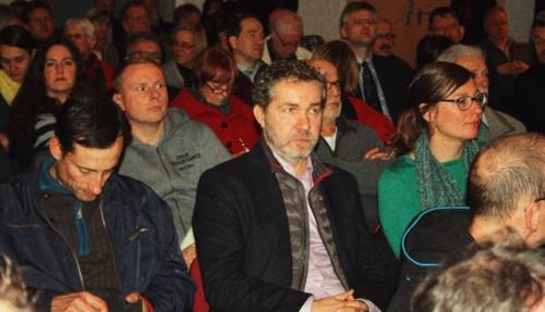 Im Publikum der gerade gekürte Pankower Bürgermeister Sören Benn, neben ihm die Pankower Flüchtlingskoordinatorin Birgit Gurst.