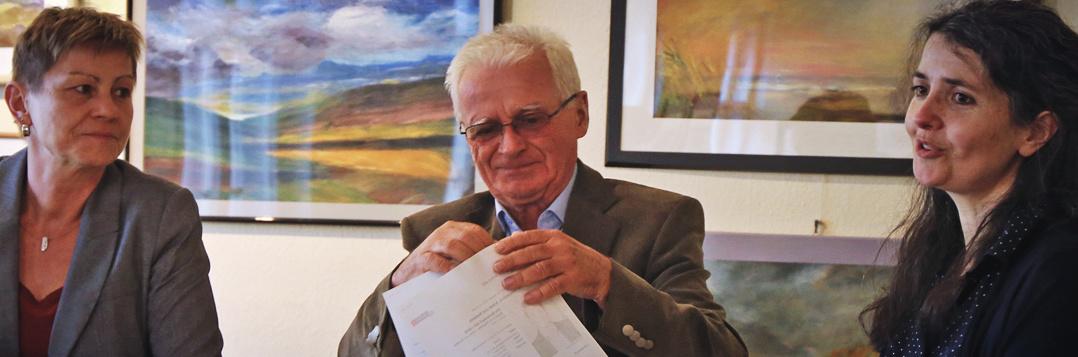 Chefin des Nachbarschaftszentrums im Amtshaus, Imke Sturm-Krohne (r.)