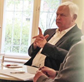 Heiner Bremer in der Diskussion mit Dieter Klengel.